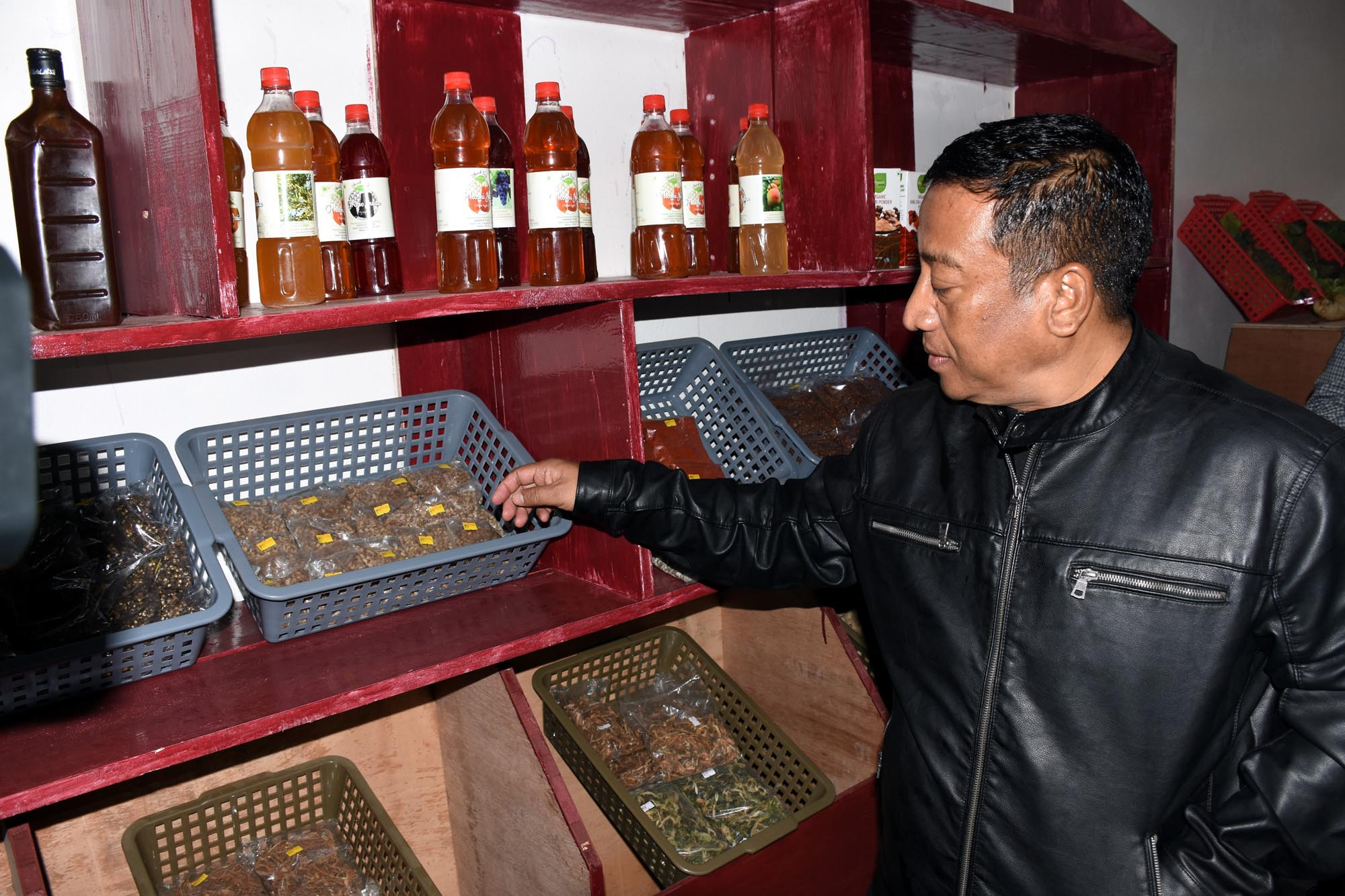 Minister Th. Shyamkumar opens Organic outlet in Senapati
