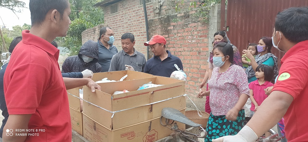 Social worker distribute essential items in Yaiskul AC