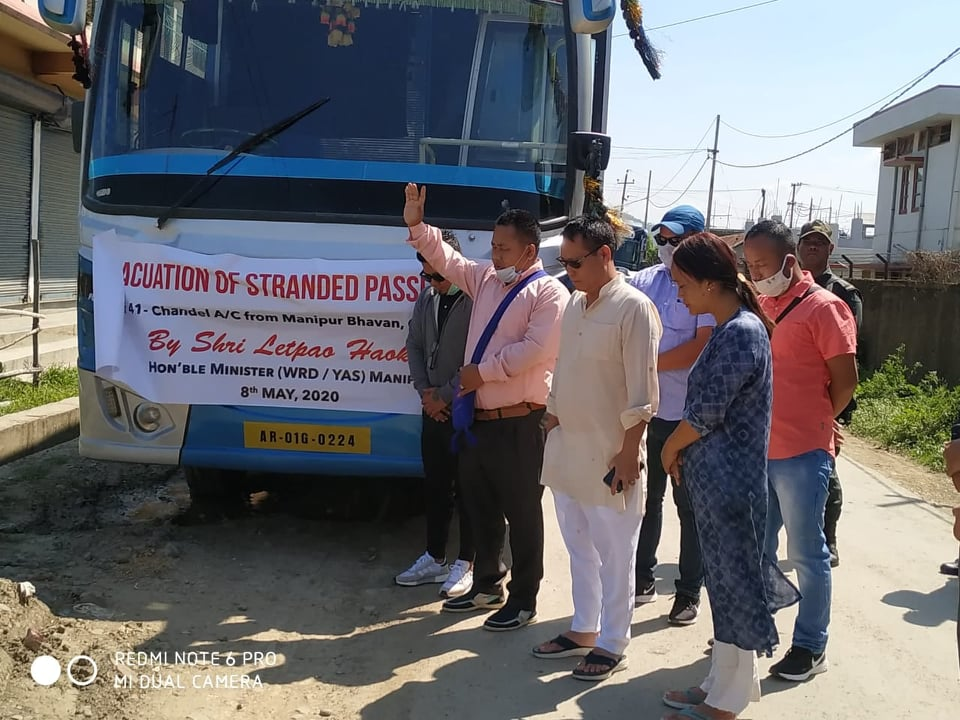 Min. Letpao flags off evacuation buses for stranded persons