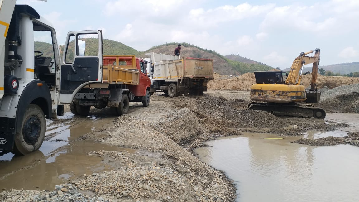 Lockdown prompts sand, stone mining, turning Thoubal River muddy