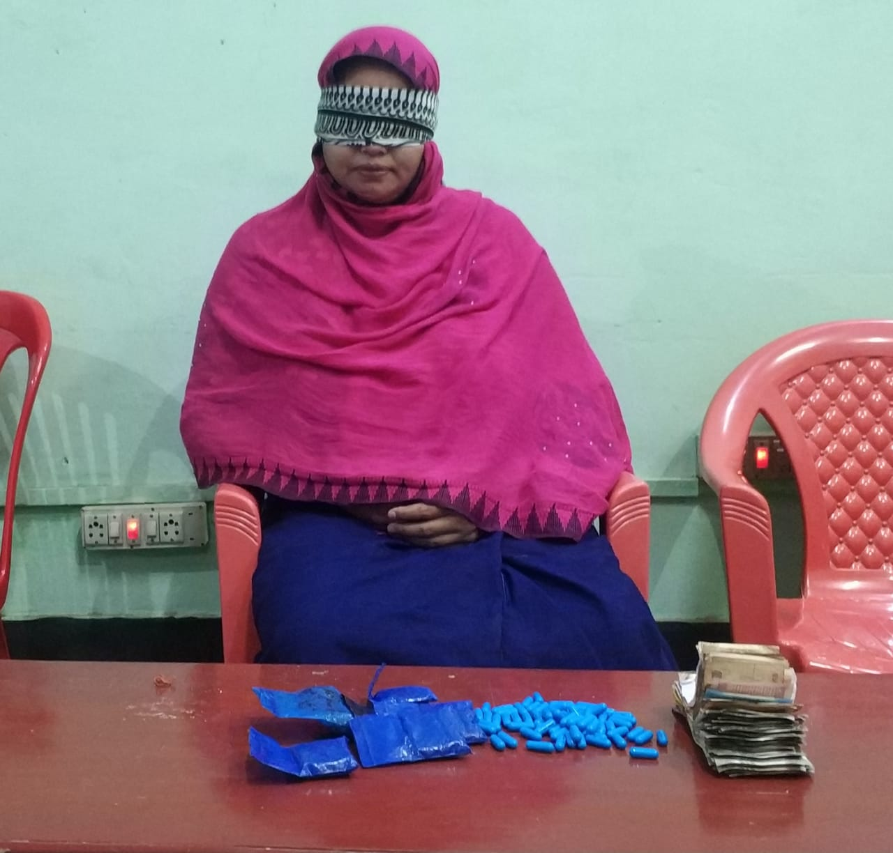 Female drug peddler arrested