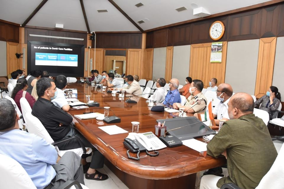 CM reviews COVID-19 situation in state, asks officials to concentrate their energy on tackling the virus