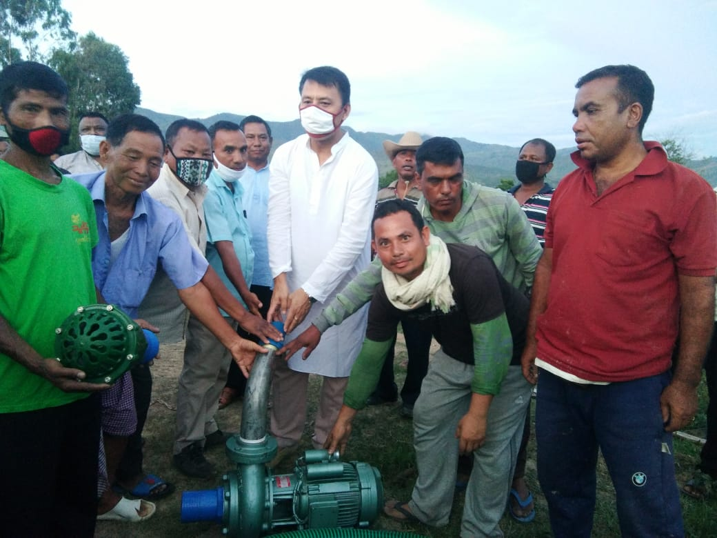 Minister Radheshyam distributes power pumps to farmers