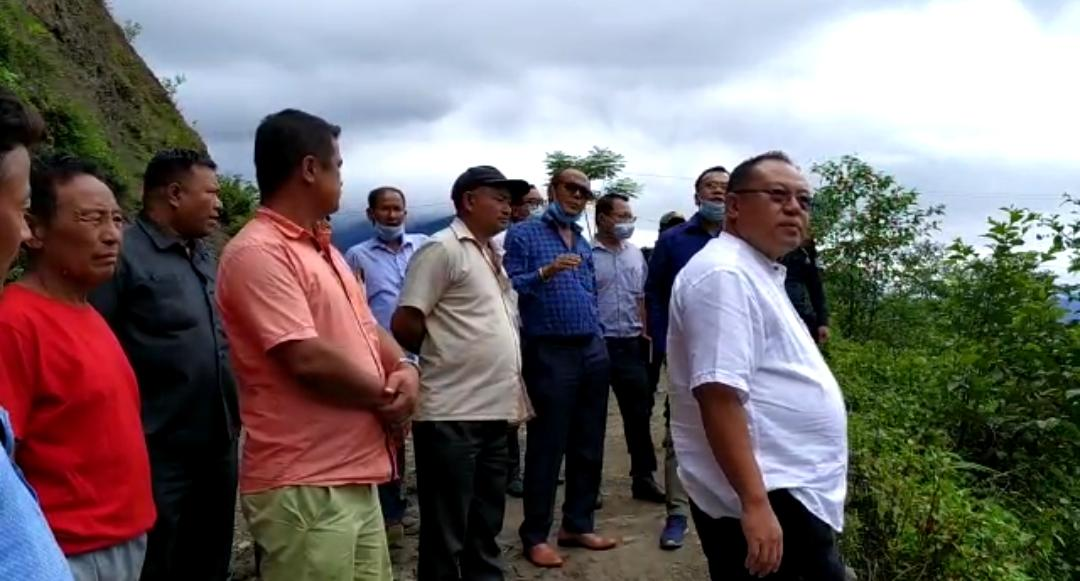 Minister Awangbou Newmai inspects totally cut off Twilang area