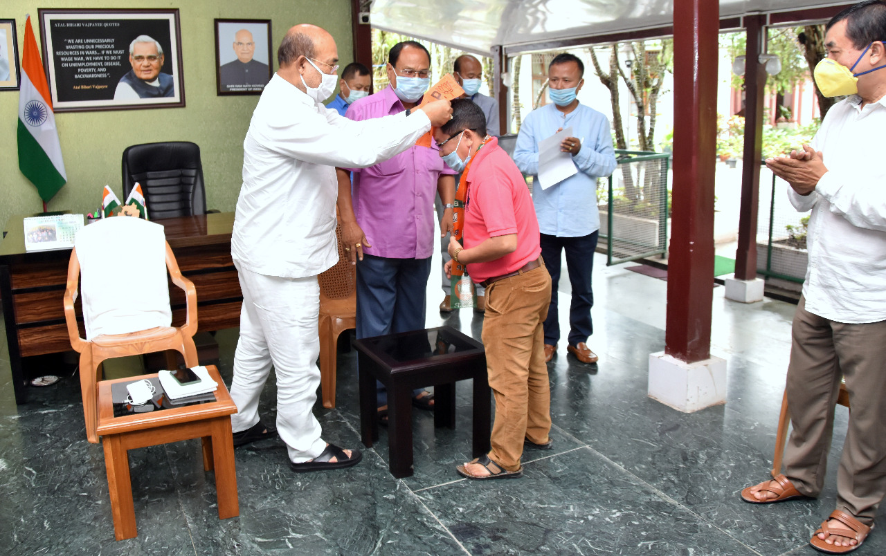 Six Cong Corporators, one NPP Corporator join BJP; many Cong workers joining BJP, says CM