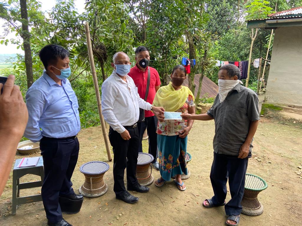 Kpi DC hands cheque to family of martyred soldier (L) Lunggambui Abonmai
