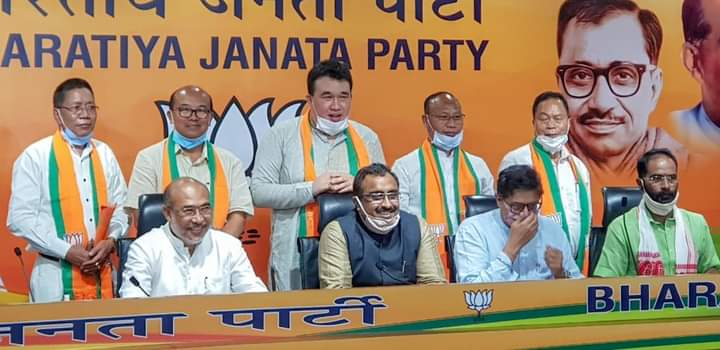 Five ex-Cong MLAs join BJP in New Delhi