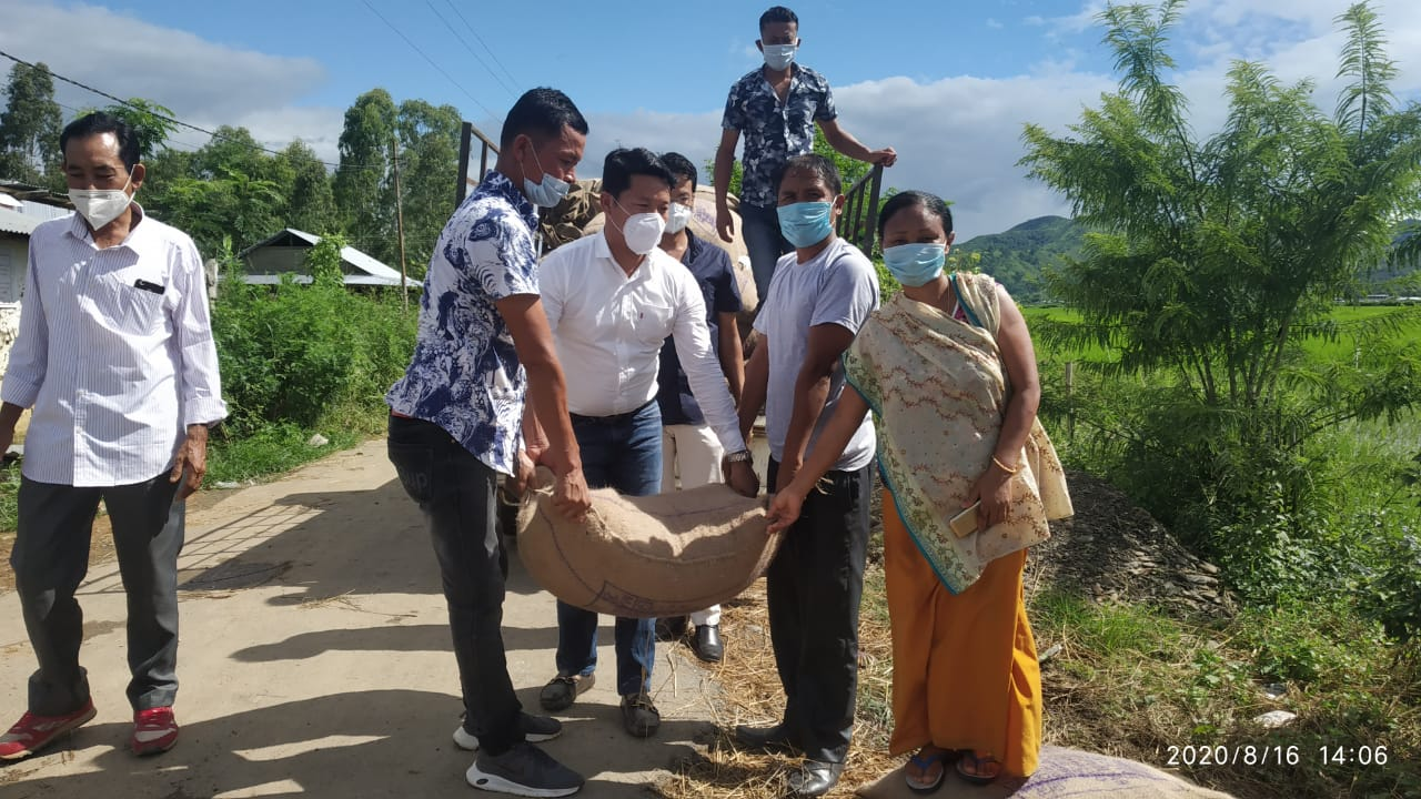 Rice bags distributed to Covid-19 Quarantine inmate families