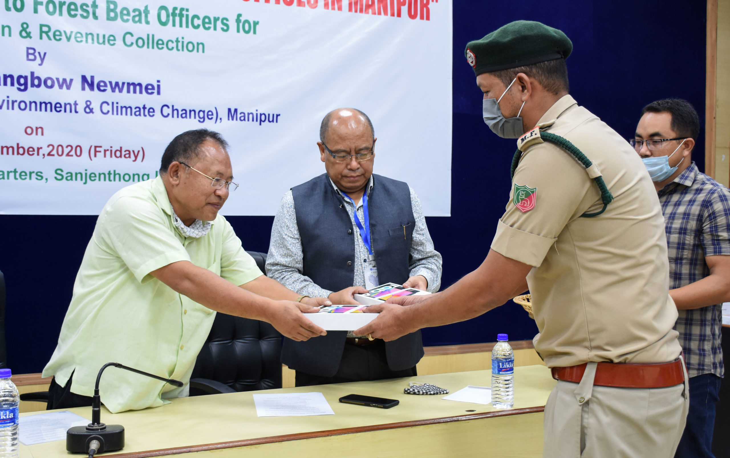 Forest Minister distributes Tablets to develop smart beat offices