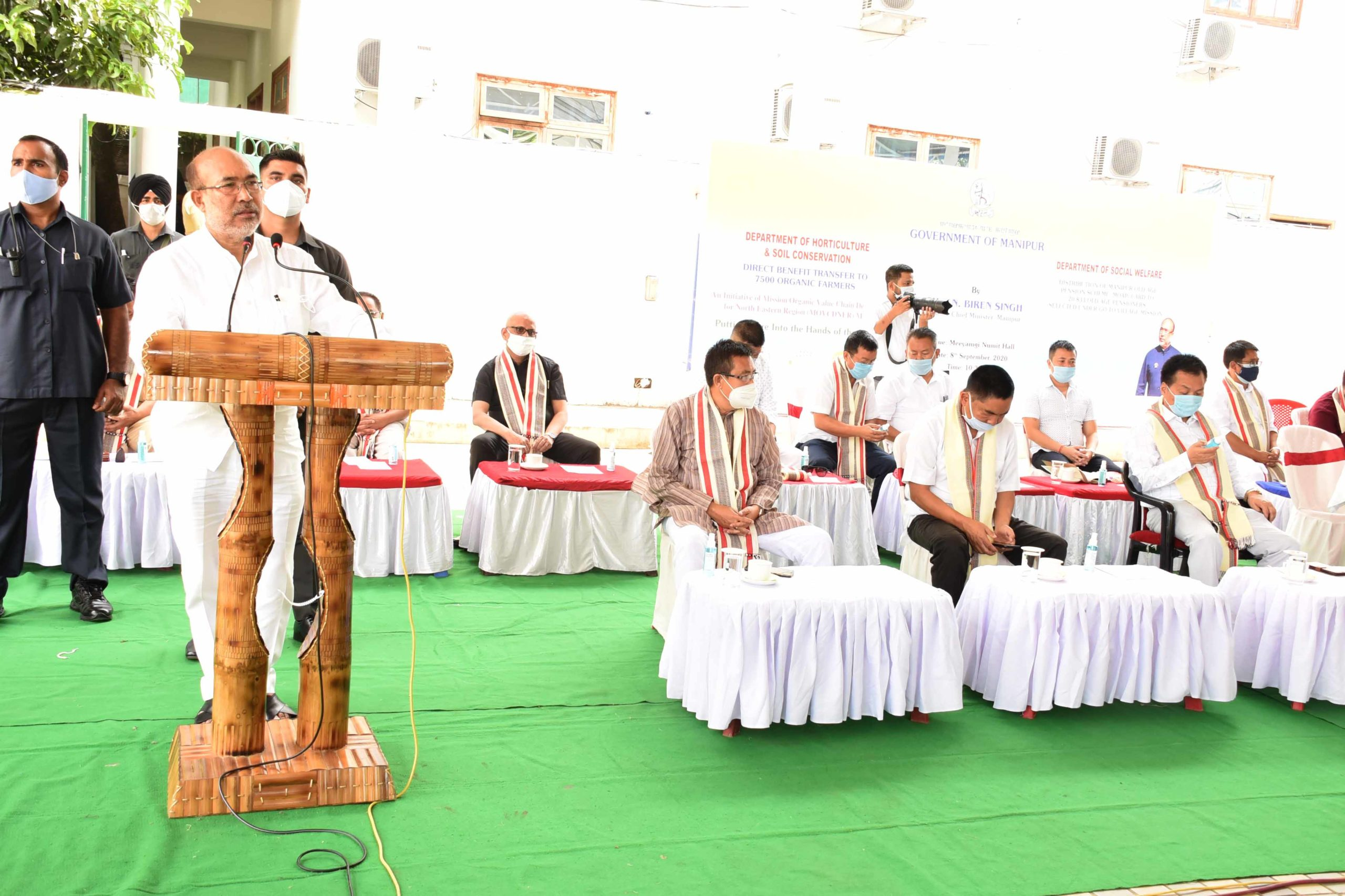 CM hands over assistance to beneficiaries