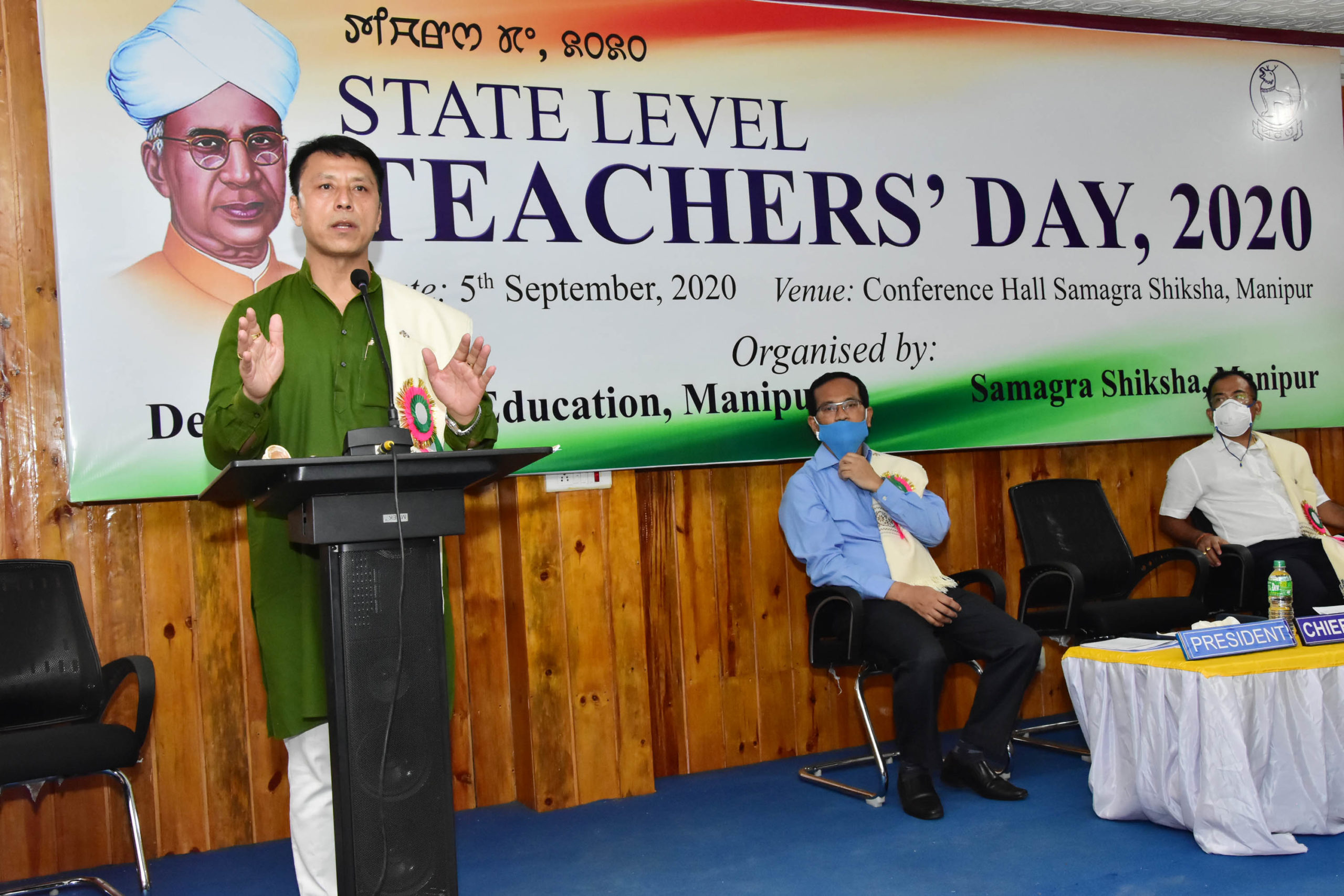 Seven distinguished teachers awarded on Teachers' Day