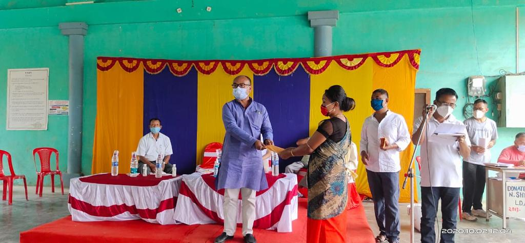 MLA Rk Imo distributes Rs. 15, 000 each to 100 beneficiaries in Ward No. 10