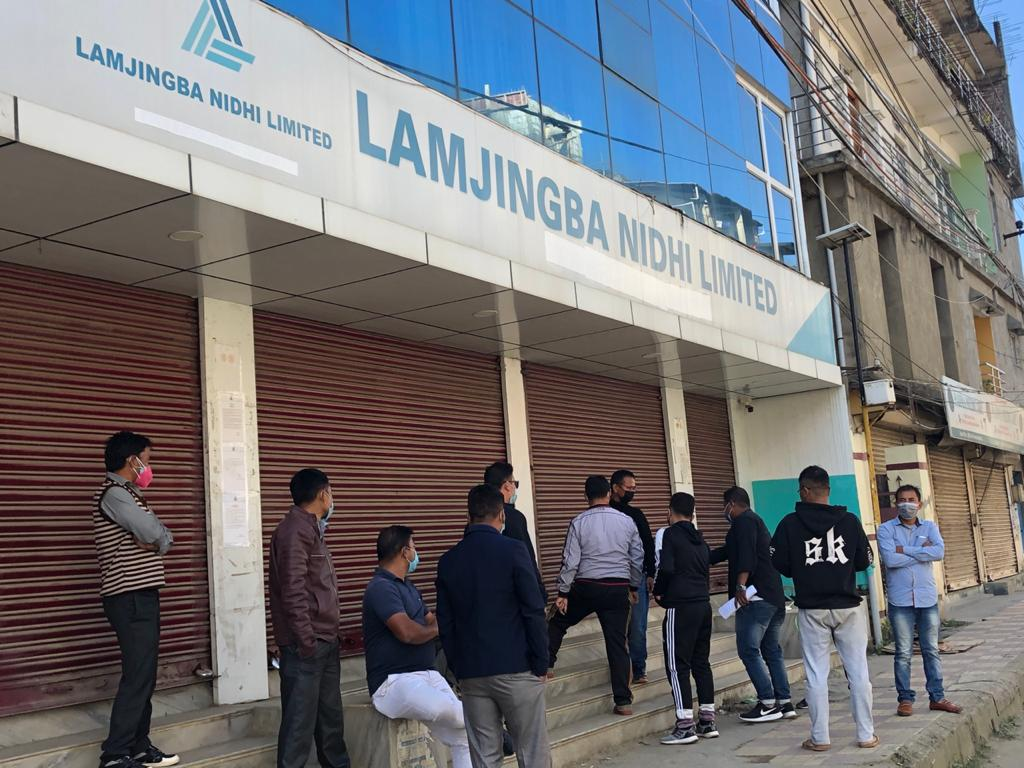 <strong>Irate staff seals Lamjingba Group Office </strong>
